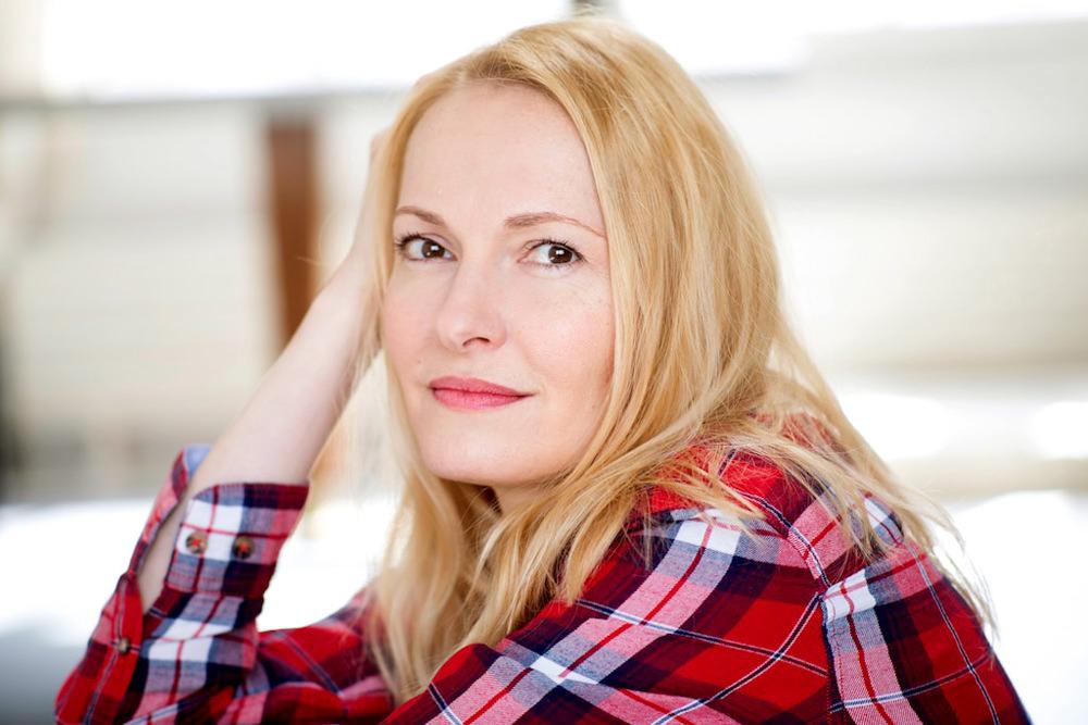 Portrait de la comédienne parisienne Cybèle Villemagne en 2018 par Céline Nieszawer